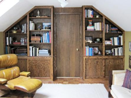 Oak Built-in Bookshelves